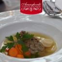Nagymama aranysárga húslevese zöldségekkel - Aranyhordó Étterem és Pálinkaház