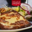Füstölt sajt steak , görög salátával - Aranyhordó Étterem és Pálinkaház