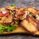 Grill tál 2 személyre kerti grillzöldségekkel és steak burgonyával tálalva - Aranyhordó Étterem és Pálinkaház